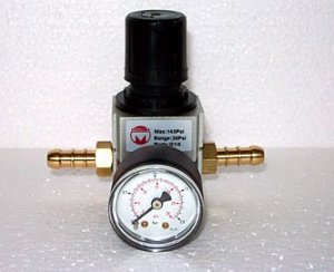 LEEC R06 In-Line Co2 Reducing Valve With Pressure Gauge (2 to 30psi)